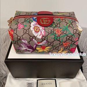 Gucci 548393 Medium Floral GG Supreme Pouch